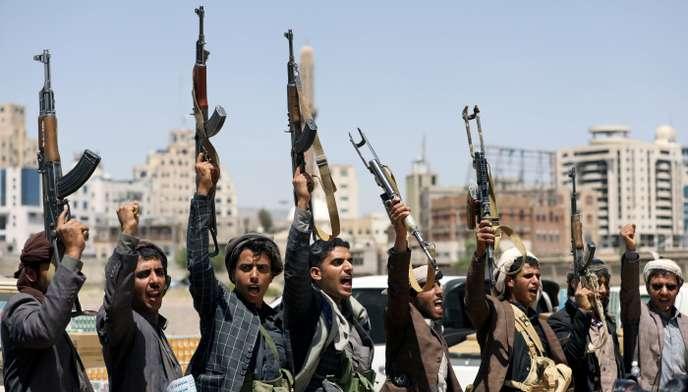 صحيفة فرنسية: الحوثيون يؤسسون دولة موازية في اليمن بدعم إيراني