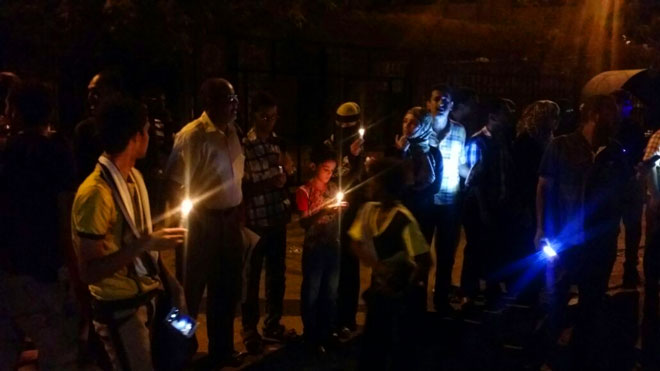 مواطنون يشكون من انقطاع الكهرباء في عدن